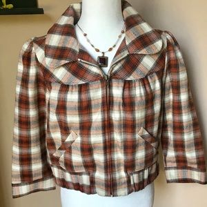 """""""DECREE"""" Super Cute Cropped Jacket (like new) Xlg"""